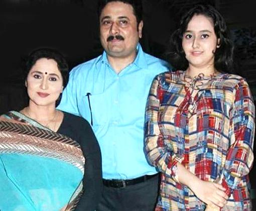 dipak deulkar wife nishigandha wad and ishwari