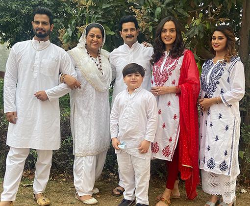 karan mehra family photo