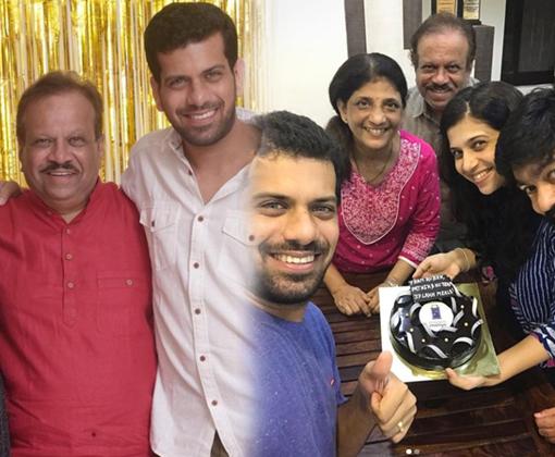 ashutosh gokhale with father vijay gokhale family