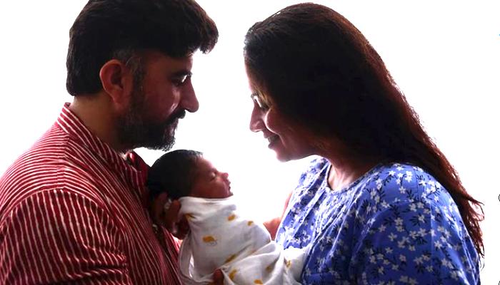 smita and dhirendra with vedika